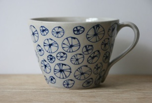 Stoneware tea cup with urchin pattern